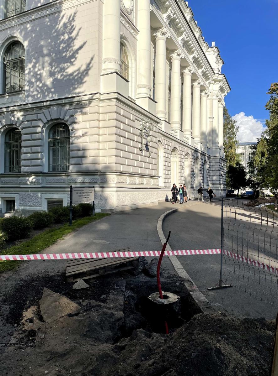 Знаете ли Вы, что за «раскопки» происходят в парке Политехнического университета в начале учебного года?