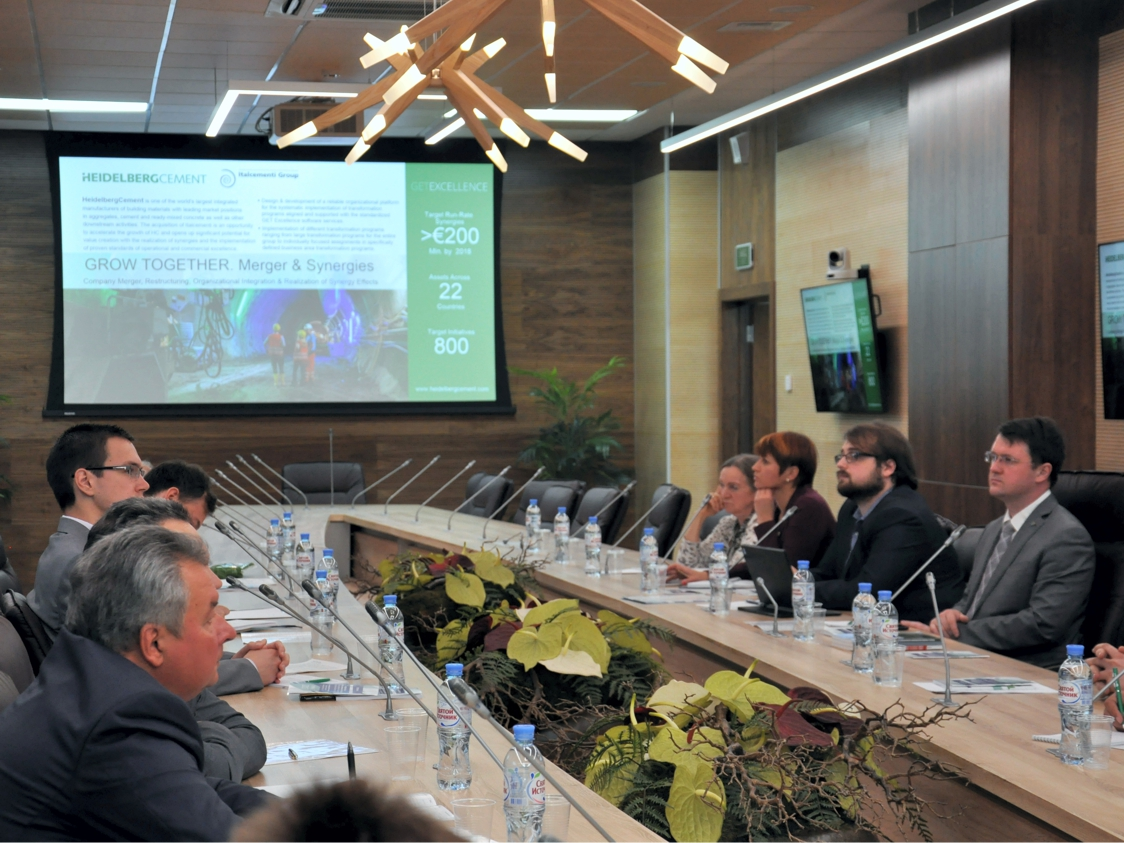 В Политехе обсудили связь промышленного менеджмента,  экономики и экологии