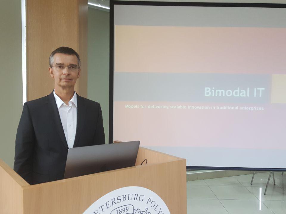 Вице-президент SAP, доктор Альбрехт Риккен провел мастер-класс для студентов