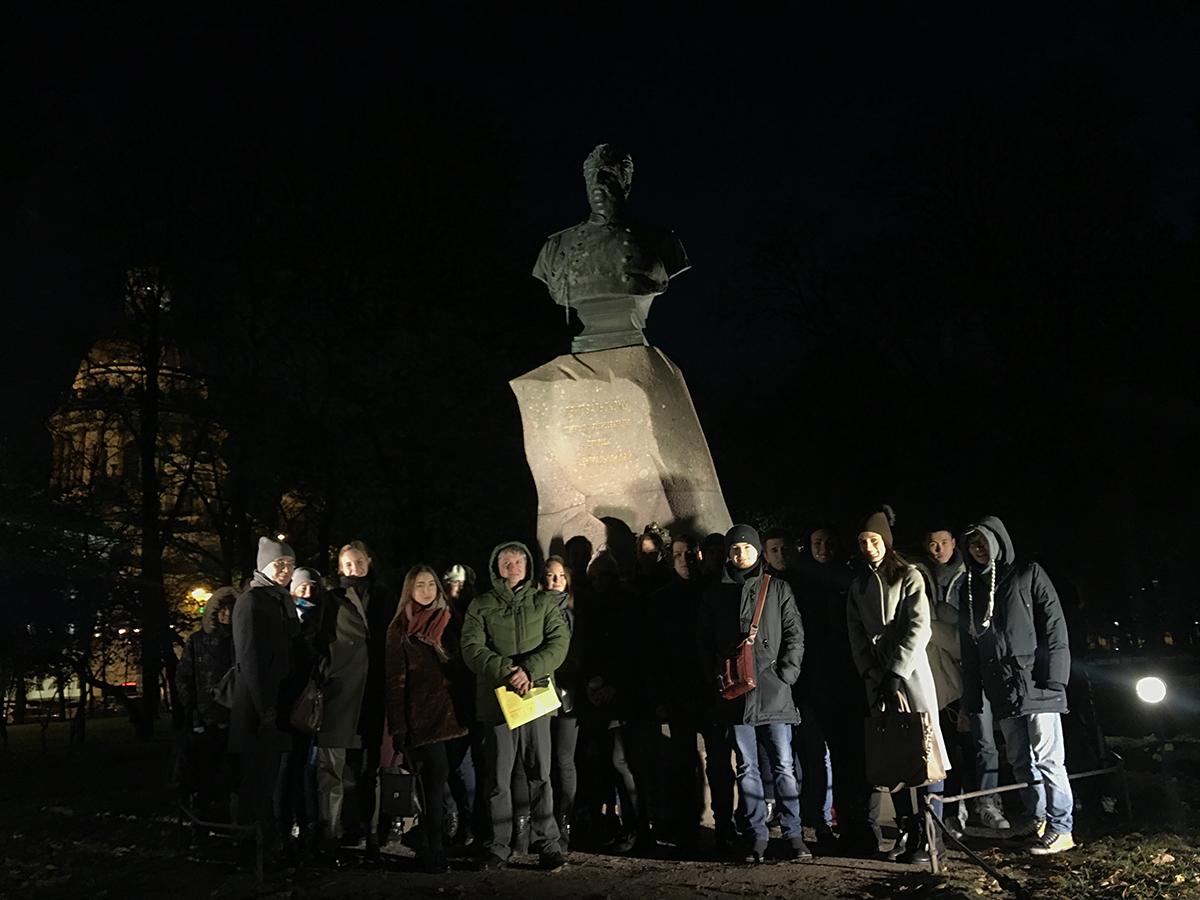 Город не спит: как освещают Петербург ночью, узнали студенты ВШПМиЭ
