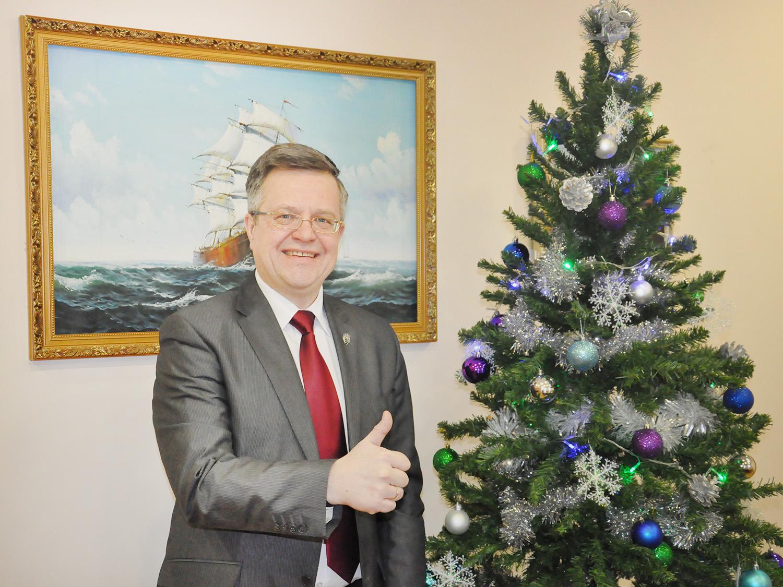 Новогоднее поздравление директора ИПМЭИТ В.Э.Щепинина