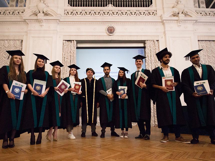 Выпускная пора: магистрам и аспирантам ИПМЭиТ вручили дипломы
