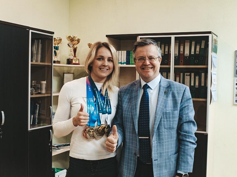 Студентка ИПМЭиТ Дарья Устинова показала блестящие результаты на чемпионате Европы по плаванию